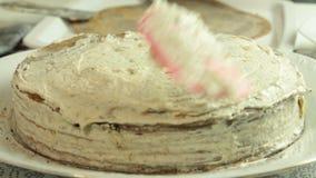 Taglio della ricetta del dolce del crêpe del mango archivi video