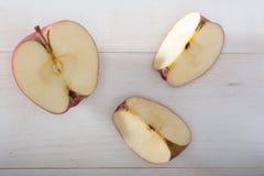Taglio di Apple fotografie stock libere da diritti