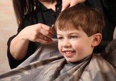 Taglio di capelli fotografia stock libera da diritti