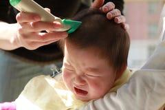 Taglio di capelli del bambino fotografia stock