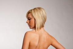 Taglio di capelli e acconciatura Fotografie Stock Libere da Diritti