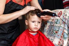 Taglio di capelli per il ragazzino Fotografia Stock Libera da Diritti