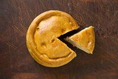 Taglio di cui sopra della torta in crosta di carne di maiale di Melton Mowbray Fotografia Stock