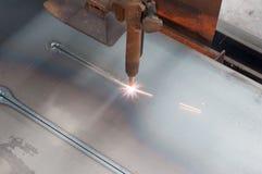 Taglio di gas di CNC GPL su di piastra metallica: Linea retta taglio Fotografia Stock Libera da Diritti