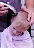 Taglio domestico dei capelli Immagini Stock