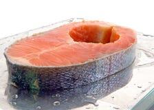 Taglio fresco dei salmoni Immagini Stock Libere da Diritti