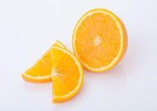 Taglio fresco e frutta arancio affettata Immagine Stock