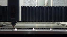 Taglio industriale del plasma di CNC di di piastra metallica stock footage