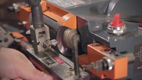Taglio a macchina chiave video d archivio