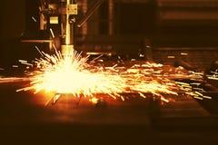 Taglio a macchina del plasma industriale di CNC di di piastra metallica immagine stock libera da diritti