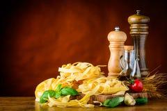 Κίτρινο διάστημα ζυμαρικών και αντιγράφων Tagliolini Στοκ Φωτογραφίες