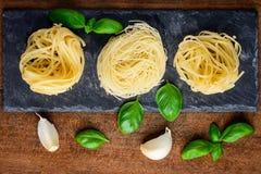 Tagliolini με το μαγείρεμα των συστατικών Στοκ Φωτογραφία