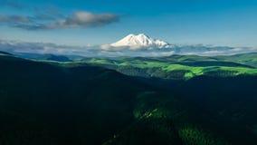 tagna ukrainare för carpathians gryningberg var bilden elbrus stock video
