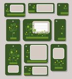 Tags, Aufkleber, Grün, Gelb verlässt auf einem dunkelgrünen Hintergrund, Ökologie, Natur Stockfotografie