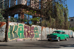 Tags und klassisches altes amerikanisches Auto Stockfotografie