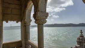Tagusrivier en 25 de brug van April van de toren van Belem Royalty-vrije Stock Foto's