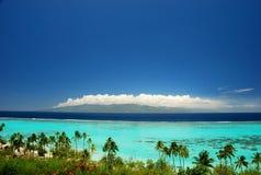 Tahiti sikt från Moorea. Franska Polynesien Arkivfoto