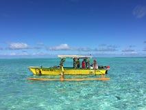 Tahitian五颜六色的小船 免版税库存照片