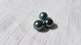 Tahitian a cultivé les perles noires Image libre de droits
