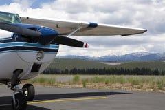 tahoe пропеллера авиапорта самолета стоковое изображение rf