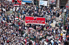Tahrir fyrkant under den arabiska revolutionen royaltyfri bild