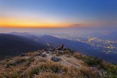 Tai Mo Shan solnedgång arkivbild