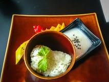 Tai-Nachtisch Genießen eines köstlichen Reises, der Mango und des Jogurtnachtischs stockfotografie
