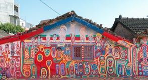 TAICHUNG, ТАЙВАНЬ - 14-ОЕ АПРЕЛЯ: Деревня радуги, красочное graff Стоковое Изображение RF