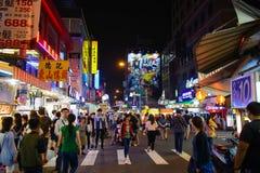 Taichung, Taiwan - 11 maggio 2016: Ciò è una via nel mercato di notte di Fengjia il più grande mercato di notte in Taiwan che è w Immagini Stock Libere da Diritti