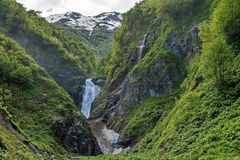 Taiga et montagnes d'une vue d'oeil d'oiseau Chaîne de montagne Nature sauvage Pente orientale de canyon de la chaîne de Sikhote- photographie stock