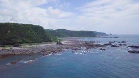 Taiji Coastline, estableciendo el tiro, Wakayama, Japón almacen de video