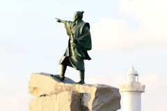 Taiki Statue et phare de Zampa de cap, village de Yomitan, Okinawa Japan image libre de droits
