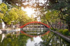 Taiko Bashi Drum Bridge bij het Grote Heiligdom van Sumiyoshi in Osaka, Ja stock fotografie