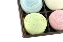 Tailândia de doces coloridos de Mochi na caixa negra de isolado Fotografia de Stock Royalty Free