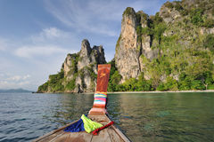 Tailândia. Mar de Andaman. Console da phi da phi. Barco tailandês Fotografia de Stock Royalty Free