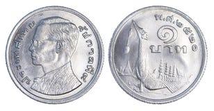 Tailândia uma moeda do baht, 1977 ou B e 2520 isolados Fotos de Stock