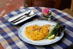 Tailandês da almofada da omeleta foto de stock royalty free