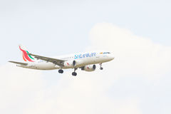 TAILANDIA, BANGKOK 3 DE MARZO: Vuelo plano de las líneas aéreas srilanquesas sobre su fotos de archivo