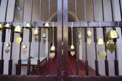 Tailandia Bell en el templo de la puerta principal Imágenes de archivo libres de regalías