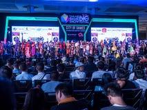 TAILANDIA - 4 de noviembre de 2017: Competencia del traje de Cosplay en el festival grande 2017 de la demostración de juego de Ta imagenes de archivo