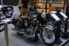 Tailandia - diciembre de 2018: cierre encima de la moto real de Enfield presentada en la expo Nonthaburi Tailandia del motor foto de archivo libre de regalías