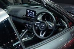 Tailandia - diciembre de 2018: interior ascendente cercano del coche de deportes de lujo de Mazda MX-5 presentado en la expo Nont fotos de archivo libres de regalías