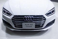 Tailandia - diciembre de 2018: vista inicial cercana del autom?vil del cup? de Audi A5 presentado en la expo Nonthaburi Tailandia imagenes de archivo