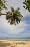 Tailandia. Mar de Andaman. Isla de la phi de la phi. Playa de la arena Foto de archivo libre de regalías