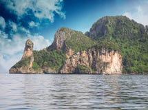 Tailandia. Naturaleza y vegetación hermosas de la isla del pollo Foto de archivo libre de regalías