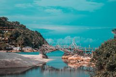 Tailandia, Phangan - puente atmosférico en la playa fotos de archivo libres de regalías