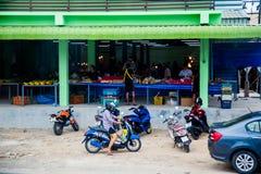 Tailandia, Phuket - 19 de febrero de 2017: mercado callejero en Tailandia Fotografía de archivo