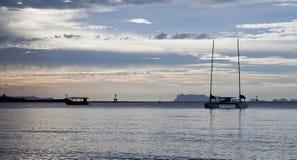Tailandia, puesta del sol, barco Foto de archivo libre de regalías