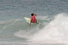 Tailandia que practica surf Fotos de archivo