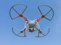 TAILANDIA UDONTHANI - 24 de diciembre de 2014: Ingenio del helicóptero del vuelo del abejón Imagen de archivo libre de regalías
